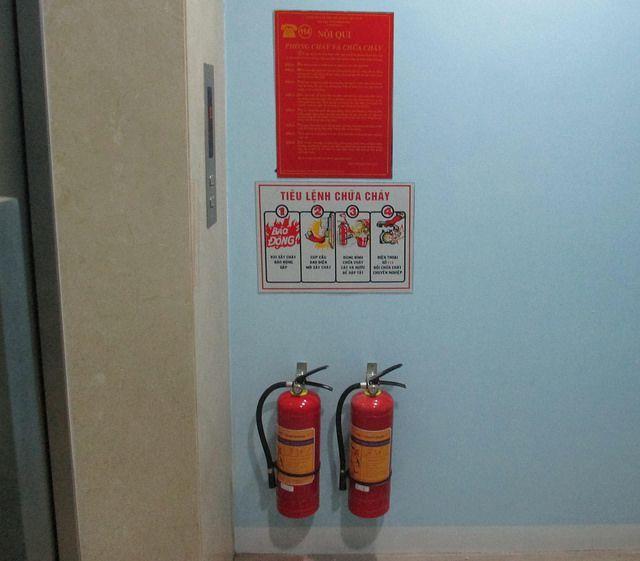 cách treo bình chữa cháy